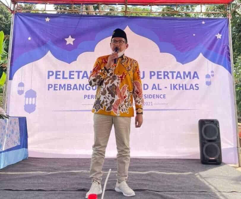 Ketua DPRD Purwakarta Melakukan Peletakan Batu Pertama Mesjid Al-Ikhlas Perum Resident Cikumpay