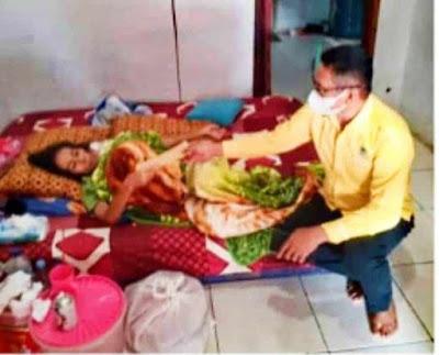 Ketua DPRD Purwakarta Beri Bantuan Kepada Penderita Tumor Ganas dan Bagi-bagi Beras di Masa PPKM Darurat