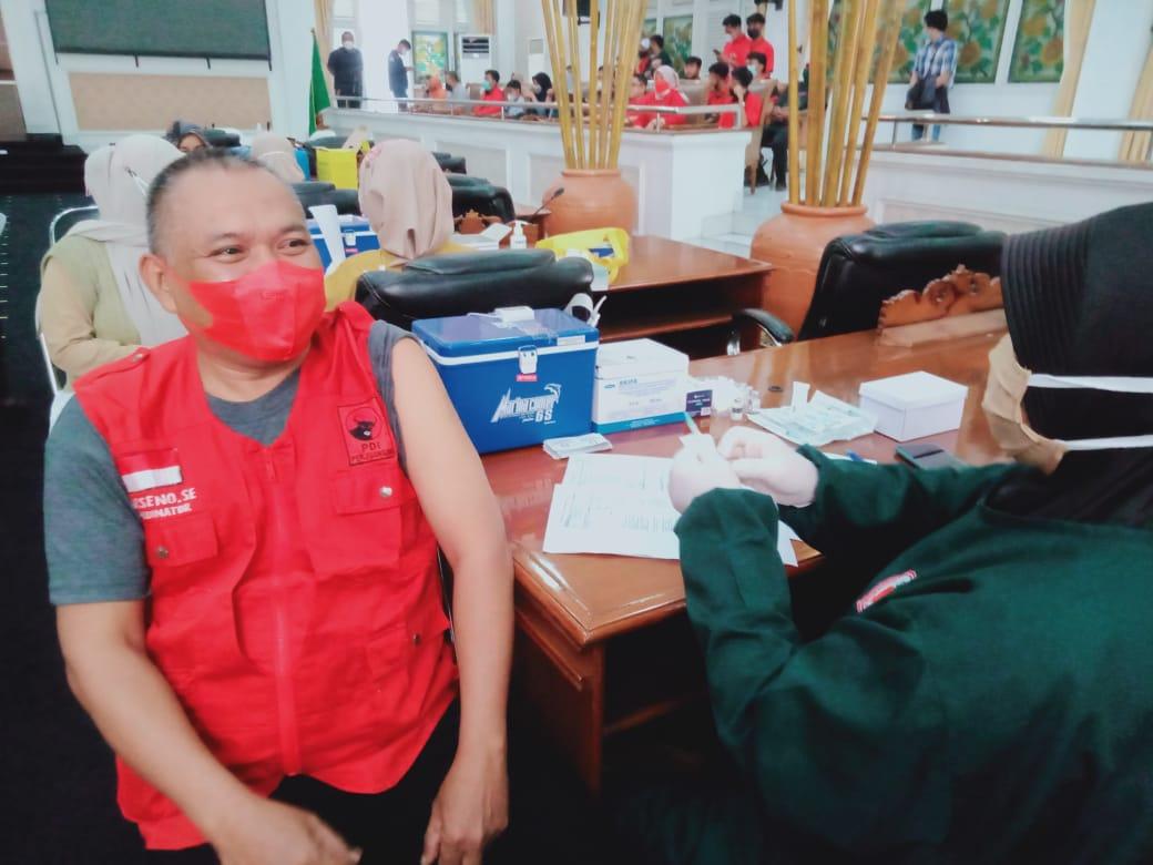 Sekretariat DPRD Purwakarta Fasilitasi Kegiatan Vaksinasi Covid-19 Tahap 2 Kepada Pengurus dan Kader Partai