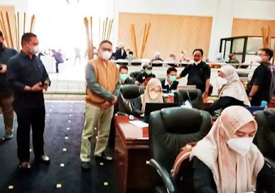 Pimpinan DPRD Purwakarta Pantau Kegiatan Vaksinasi di Gedung Dewan